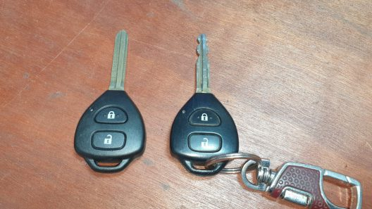 ช่างกุญแจรีโมทรถยนต์.com รับทำกุญแจรีโมท รถยนต์ทุกชนิด (27)
